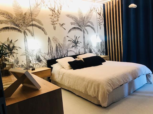 Chambre esprit jungle noir et blanc réalisé par notre décorateur d'intérieur