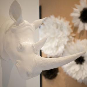 Détail décoration magasin MJ Concept tête de rhinocéros