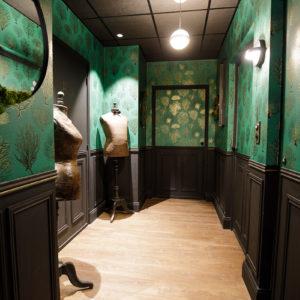 Aménagement couloir coin nuit vert et noir