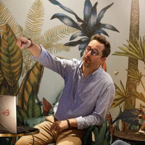 Mathieu Autenzio présente un projet à des clients